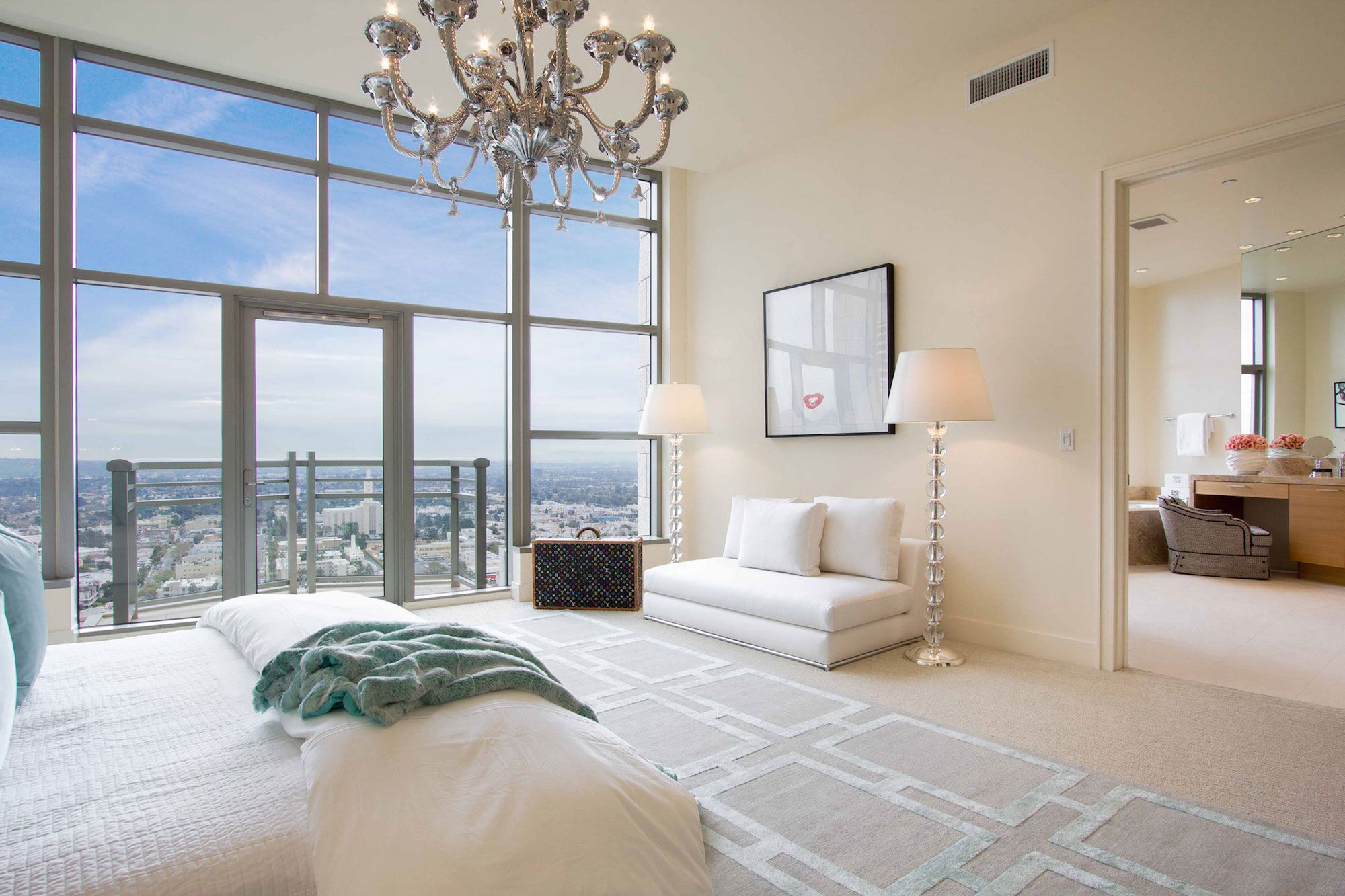 Luxury-Penthouse-in-The-Carlyle-Residences-29